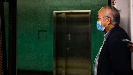 Em um estudo, mais de metade de todas as pessoas infectadas tinha entre 40 e 59 anos