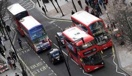 Boris Johnson aprova trem de alta velocidade bilionário