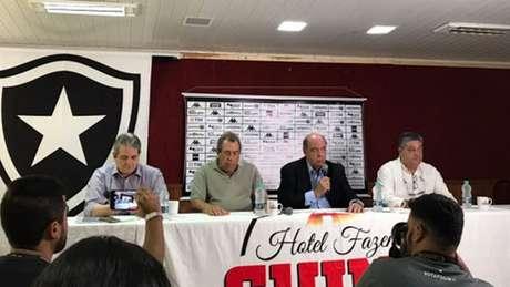 Comitê de futebol do Botafogo (Foto: Sergio Santana)