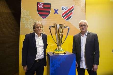 Jorge Jesus e Dorival Júnior: um deles erguerá a taça no domingo (Foto: Thais Magalhães/CBF)