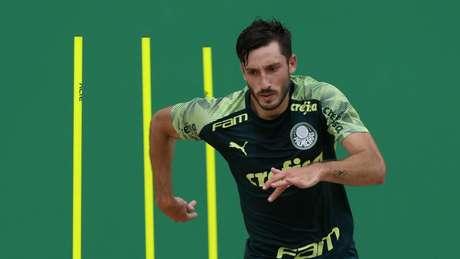 Matías Viña durante o treino desta terça-feira do Palmeiras, na Academia de Futebol (Foto: Cesar Greco)