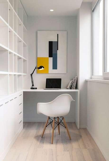 1. Cadeira eames branca para decoração de home office todo branco planejado – Foto: Behance