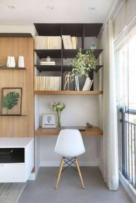26. Decoração para home office pequeno com cadeira eames branca – Foto: Behance