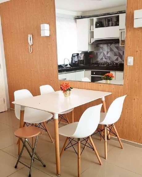 28. Cadeira eames branca para sala de jantar pequena – Foto: Pinterest
