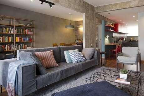 3. Limpeza de sofá para sala de estar cinza – Projeto: DT Estudio