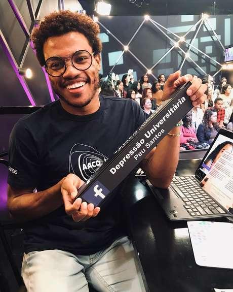 Estudante de 23 anos, Peu Santos participou do Teleton graças à atuação na página 'Depressão Universitária'