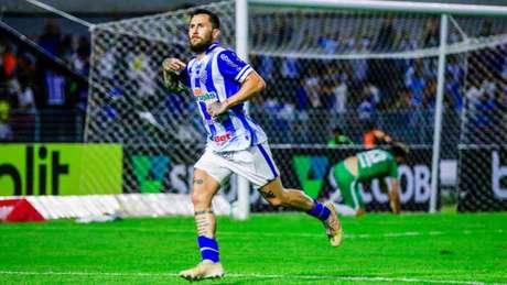 Jonatan Gómez se destacou no Brasileirão do ano passado como CSA (Foto: Pei Fon/Raw Image/Lancepress!)