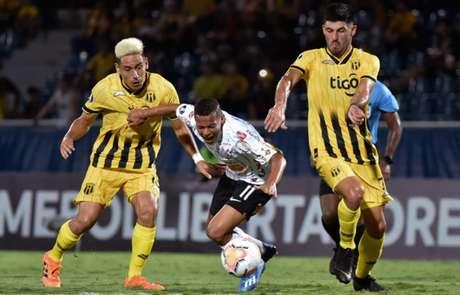 Na ida, em Assunção, o Corinthians foi derrotado, por 1 a 0 (Foto: NORBERTO DUARTE / AFP)