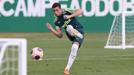 Luan Silva se destacou no treino da manhã na Academia de Futebol (Foto: Cesar Greco)