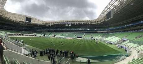 Palmeiras fez o primeiro teste no gramado sintético do Allianz Parque, nesta quarta (Foto: Thiago Ferri)