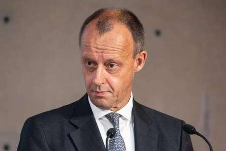 Advogado milionário é possível sucessor de Merkel em partido