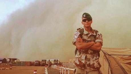 Edes fez parte da Legião Estrangeira francesa e passou um tempo no Mali