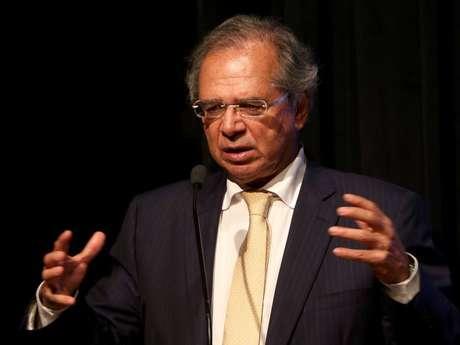 Em evento em Brasília, Guedes defendeu dólar mais alto.
