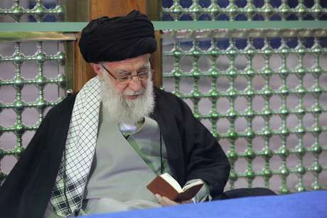 Líder supremo do Irã, aiatolá Ali Khamenei, em Teerã 01/02/2020 Site oficial de Khamenei/Divulgação via REUTERS