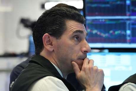 Operador na Bolsa de Nova York. 04/02/2020. REUTERS/Bryan R Smith