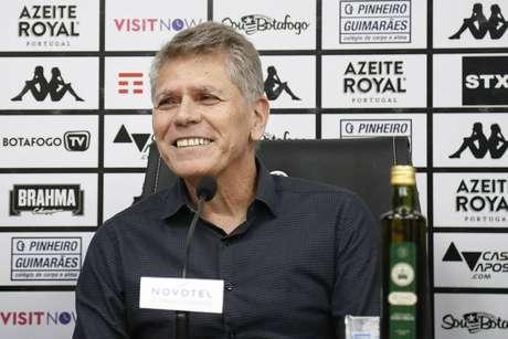 Paulo Autuori foi apresentado oficialmente como comandante do Botafogo (Foto: Divulgação/Vítor Silva)