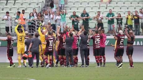 Flamengo venceu no Allianz e, de forma simbólica, agradeceu aos torcedores que não estavam presentes (Foto: Julio Zerbatto/ Julio Zerbatto/MyPhoto Press/Lancepress!)