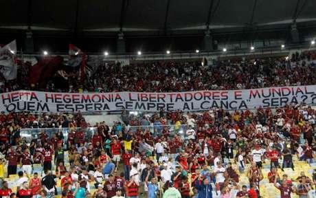 Torcida do Flamengo entoou cânticos homofóbicos no Macaranã(Foto: Paulo Sergio/Agencia F8)