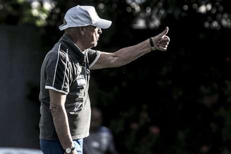 Jesualdo Ferreira durante treinamento no CT Rei Pelé (Foto: Ivan Storti/Santos)