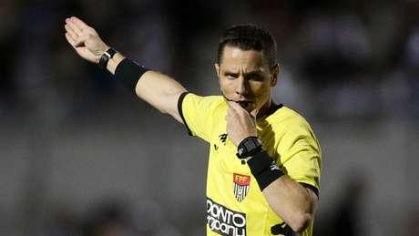 Douglas durante Ponte Preta 0 x 1 Palmeiras: ele expulsou Dudu - FOTO: Cesar Greco
