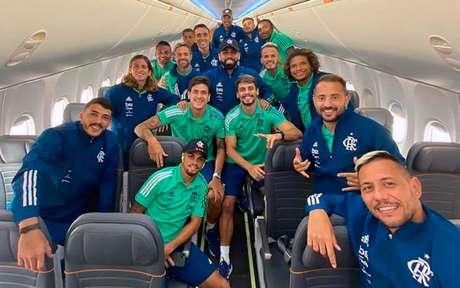 Jogadores do Flamengo registraram esta imagem pouco antes do embarque (Foto: Divulgação/Flamengo)