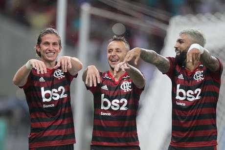 Jogadores do Fla comemoram gol de Filipe Luís.