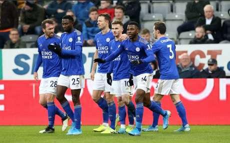 O Leicester enfrenta o Wolverhampton pelo Campeonato Inglês nesta sexta-feira (Foto: Divulgação)