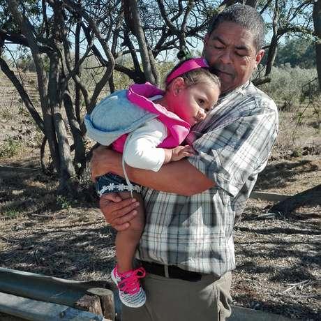 Para ter 'estabilidade' em sua vida, Miché decidiu morar com seu 'pai', Michael, e esperar Lavona sair da prisão