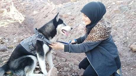 Sahba Barakzai amava sua cachorra, um husky siberiano de sete meses chamado Aseman