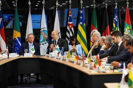 Chefes dos executivos estaduais e ministro da Economia, Paulo Guedes