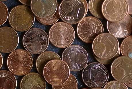 Ilustração mostra moedas de um centavo de euro 08/04/2017 REUTERS/Kai Pfaffenbach