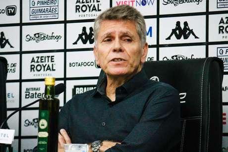 Autuori, em sua apresentação no Botafogo