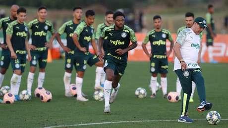 Luiz Adriano deixou a atividade mais cedo nesta sexta (Foto: Cesar Greco/Agência Palmeiras/Divulgação)
