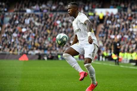 Vinícius Jr. diz estar evoluindo a cada temporada no Real Madrid (Foto: PIERRE-PHILIPPE MARCOU / AFP)
