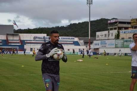 Zé Carlos atingiu a marca de 50 jogos na equipe do Brusque (Foto:opequenopassaro/Brusque)