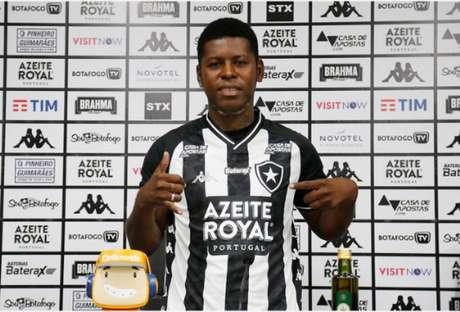 Cortez é conhecido como 'Loco' como o ídolo uruguaio Loco Abreu (Foto: Vitor Silva/Botafogo)