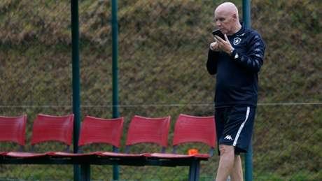 Dirigente tem sentido dores no abdômen (Foto: Vítor Silva/Botafogo)