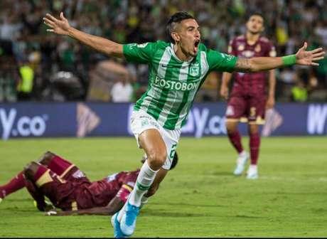 O lateral direito Daniel Muñoz atraiu a atenção do Palmeiras (Foto: Divulgação)