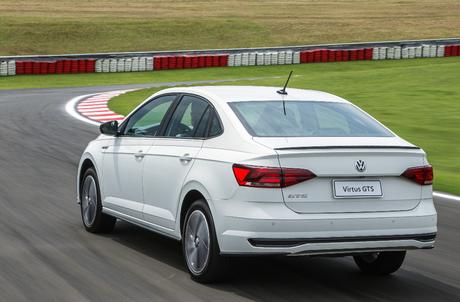 O Virtus GTS leva vantagem sobre o VW Jetta em vários itens, como o porta-malas.