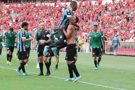 Jogadores do Grêmio comemoram gol (Foto: Photo Premium)