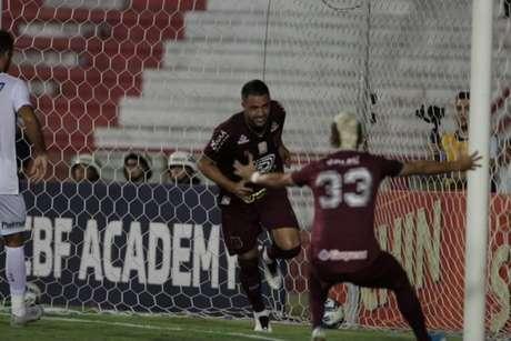 Ronaldo Alves comemora seu gol diante o Sport (Foto: Divulgação/Náutico)