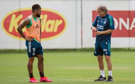 Gabigol e Jesus, em treino no Ninho do Urubu: dupla voltou a ser campeão (Foto: Alexandre Vidal / Flamengo)