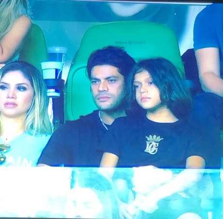 Hulk foi com a família assistir ao jogo do Palmeiras, no Allianz Parque (Imagem: Reprodução/TV Globo)