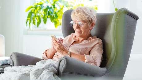 Houve um aumento recorde no número de pessoas idosas que usam smartphones e tablets