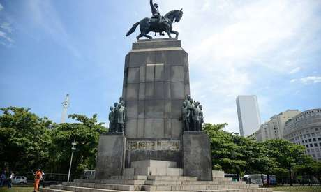 Ainda não é possível calcular o prejuízo financeiro com o sumiço da estátua