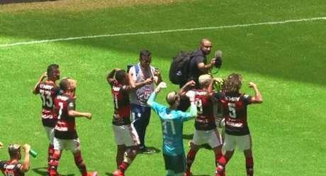 Provocação dos jogadores do Flamengo (Foto: Reprodução)