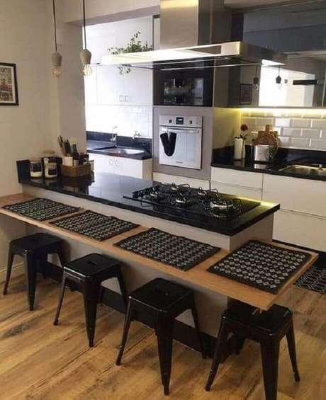 16. Invista no projeto de cozinha compacta com cooktop para otimização de espaço – Foto: Pinterest