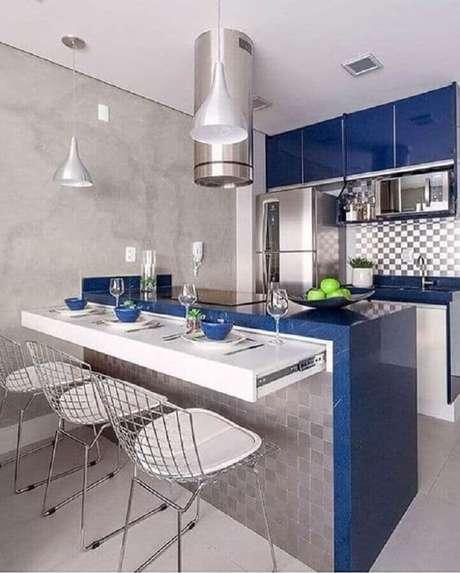 17. Cozinha compacta com cooktop decorada em azul e cinza – Foto: Pinterest