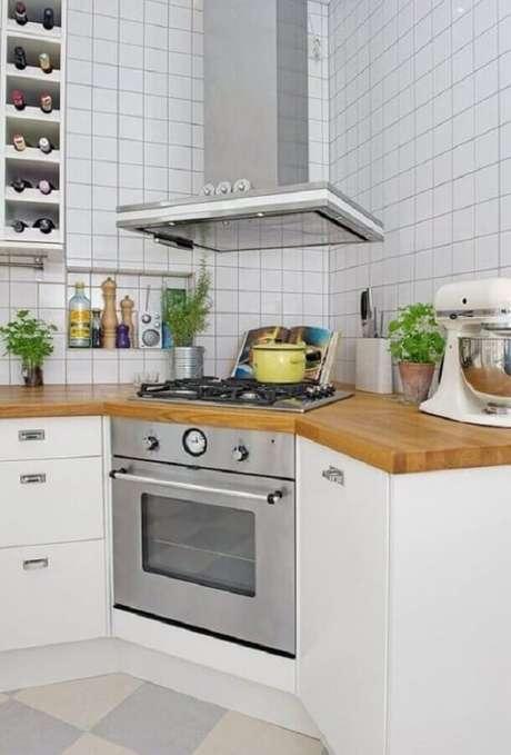 1. Invista em um projeto de cozinha com cooktop para um ambiente mais moderno e funcional – Foto: Wood Save