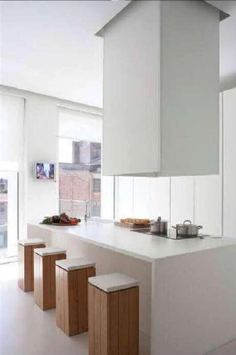 37. Decoração minimalista para cozinha com fogão cooktop toda branca – Foto: Pinterest
